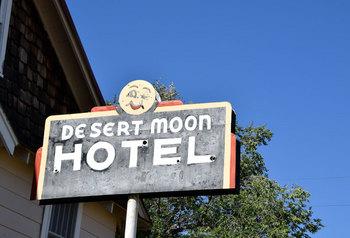 desertmoonhotel_01.jpg