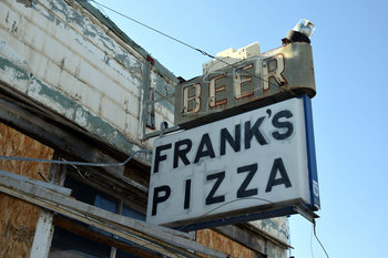 frank's-pizza_01.jpg